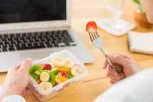 Alimentação saudável na empresa: como oferecer lanches práticos?