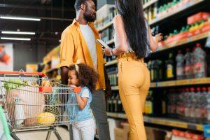 Vale alimentação ou cesta básica: qual o melhor para a empresa?