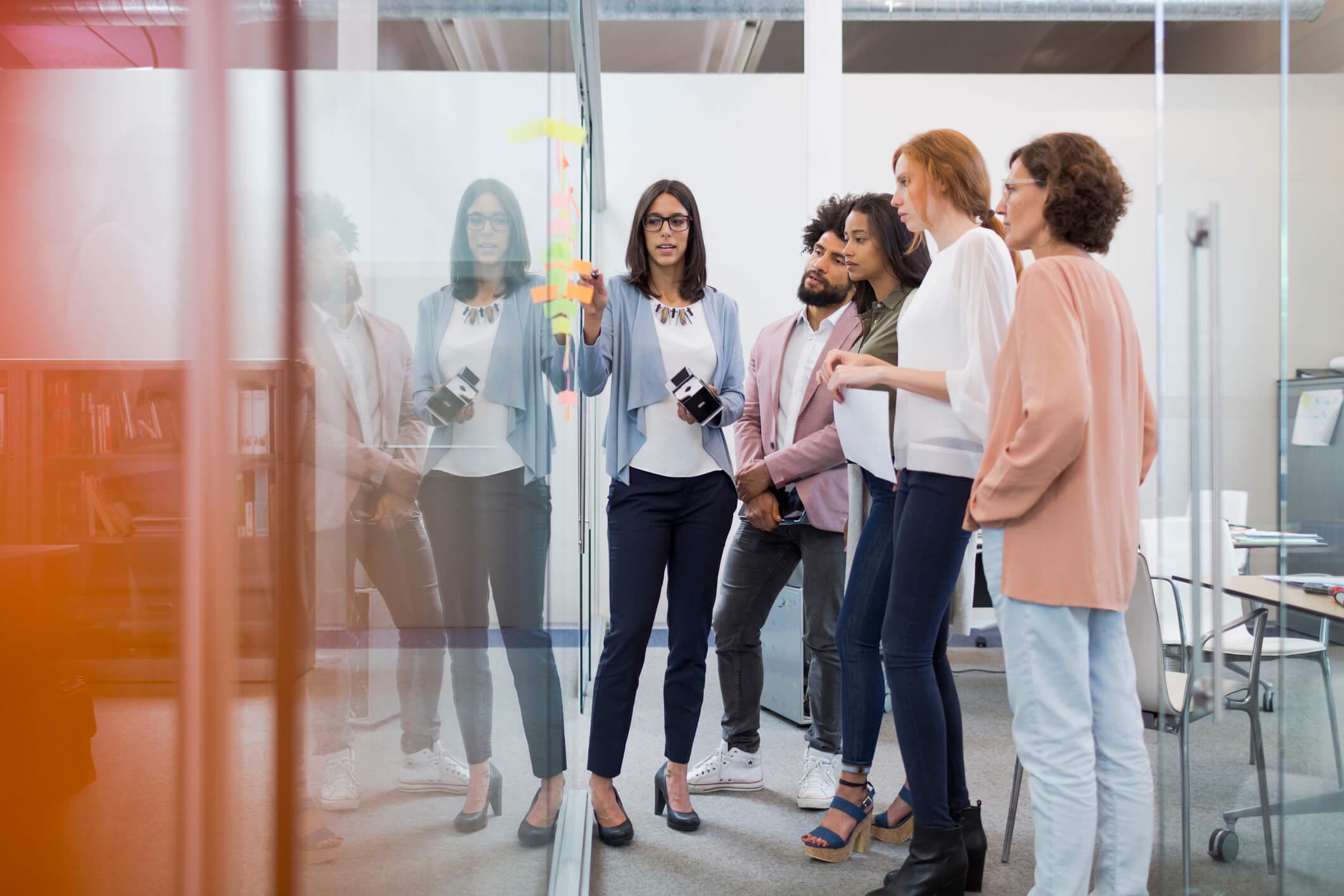 Como o endomarketing pode ajudar a empresa e os funcionários?