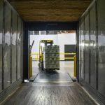 Quais são os serviços terceirizados que contribuem diretamente para a linha de produção?